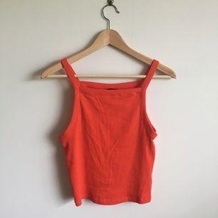 Röd-orange topp, något croppad i storlek small. Mötes i Gävle eller skickas mot betalning av frakt. Swish is queen🔥