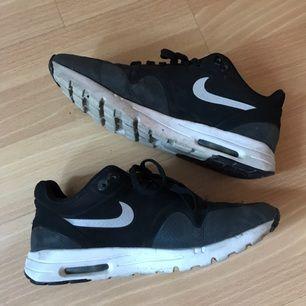 Äkta Nike skor i storlek 38! Bekväma och rörliga. Originalpriset är 1100 kr så har gått ner rejält, passa på! :D