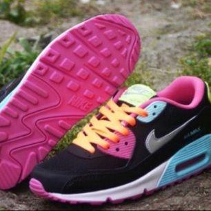 Nike skor Stl 36  150kr för ett par skor, 350 för alla