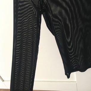 Oanvänd tröja köpt på Nelly, transparent snygg med en spetstopp under!