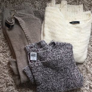 Tre stickade tröjor som alla passar XS/S. Den mörk-beiga är en längre kofta, medan de andra är vanliga stickade tröjor :) OBS, den stickade koftan är såld.