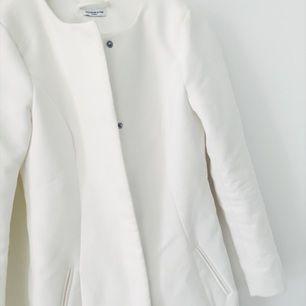 Fin vit kappa köpt på Nelly, kommer tyvärr inte till användning!