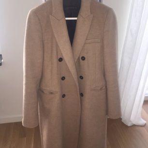 Gör ont i hela mitt hjärta att sälja denna. Min fina beiga kappa från Zara. Blivit för liten för mig tyvärr.