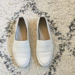 Calvin Klein skor, storlek 37,5 liten 38 🌺 köpta i Hawaii för en månad sen använda 2 gånger.