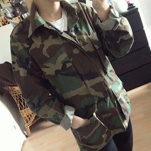 En kamouflage jacka i storlek XS/S vet inte riktigt vad den är köpt. Men den är näst intill oanvänd. Jag kan frakta om köparen står för frakten & har swish💌