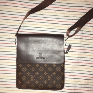 Loui Vuitton väska i fint skick! Kan mötas upp i sthlm! :))