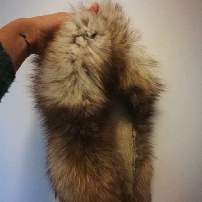 Vintage mink fur collar, suitable to be incorporated to a coat, jacket or gloves. In great condition, this item was made in Russia and handed down to me by my grandmother.. Accessoarer.