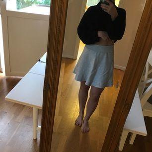 Stickad kjol  💰 Storrensning! Ta 3, betala för 2 💰 Mer info i min profilbeskrivning