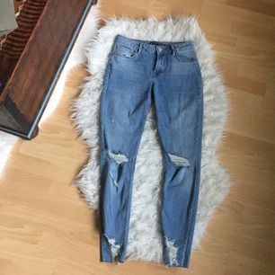 Ripped jeans från bershka i storlek 36. Endast provade. Frakt inkl i priset!
