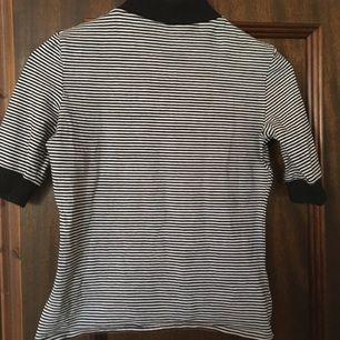 T shirt med turtleneck från monki