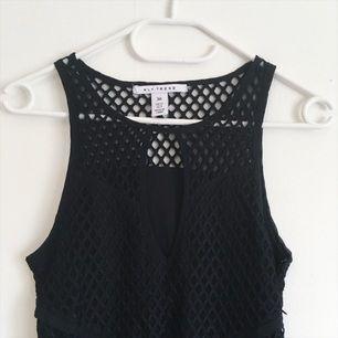 Snygg nätklänning från Nelly! Aldrig använd, har dragkedja i sidan att stänga med.