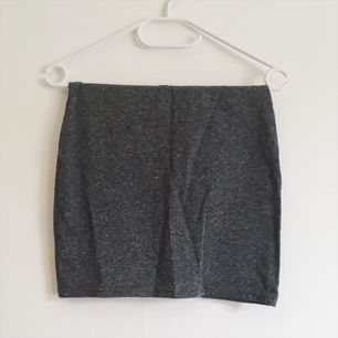 Grå tight kjol från hm, fint skick!
