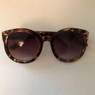 Zara solglasögon. Aldrig använda. Fodral medföljer.