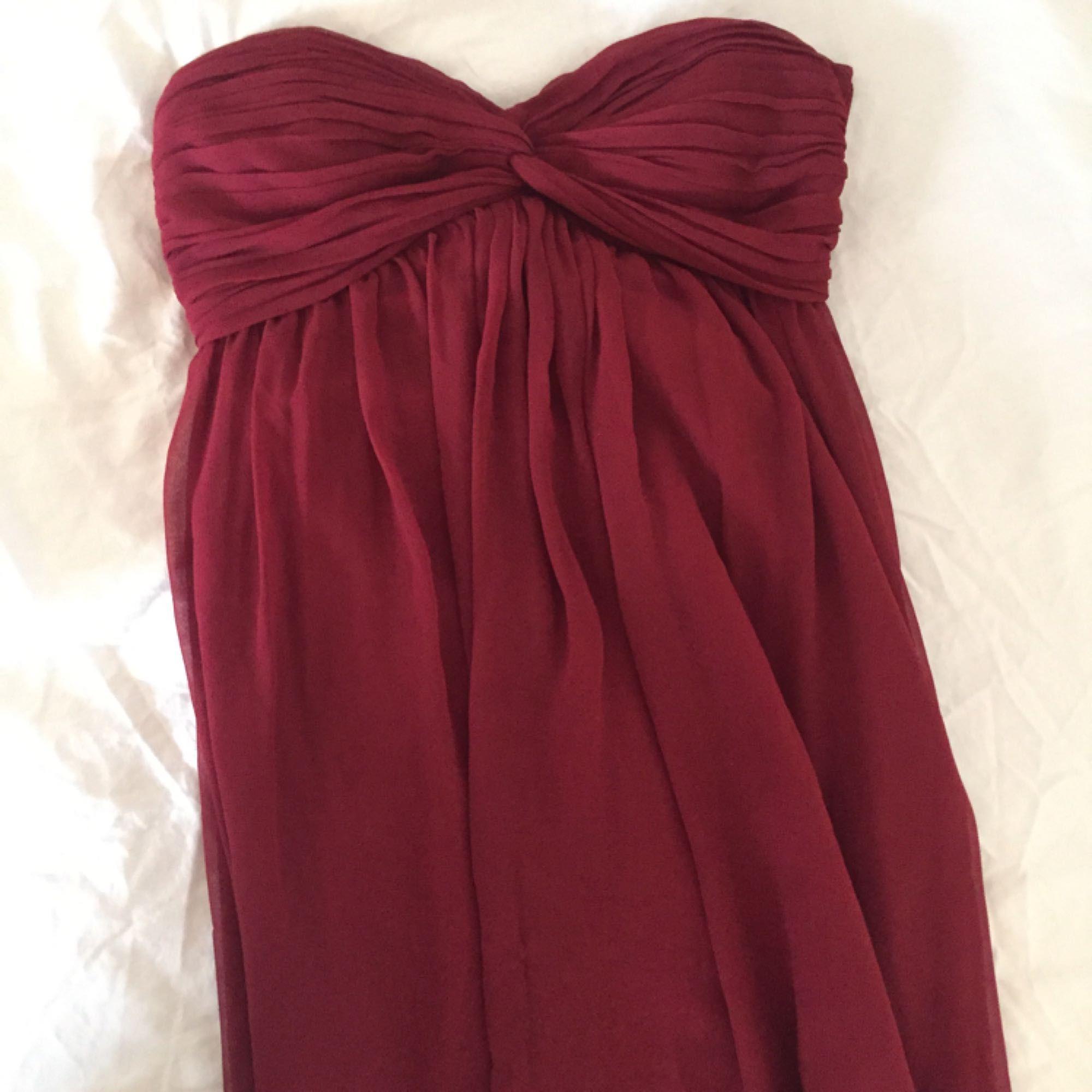 c6bd000b4669 Vinröd långklänning från NLY trend, endast använd en gång på bal :) Frakt  30kr ...