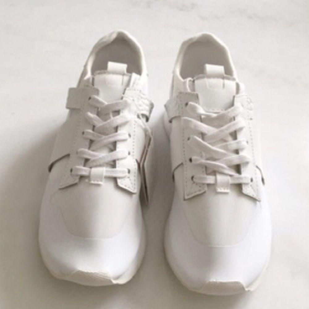 Oanvända skor från Zara i stolek 37. Ligger kvar i lådan. . Skor.