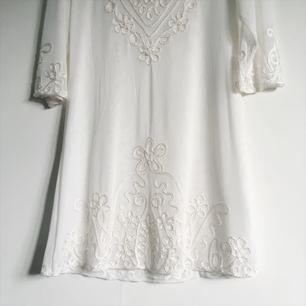 Söt klänning som en gång var tänkt till studenten men hittade en annan istället, så aldrig använd!