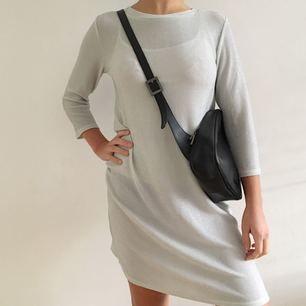 ❄️Jättesöt glittrig klänning från Monki ❄️ Köparen står för frakt.