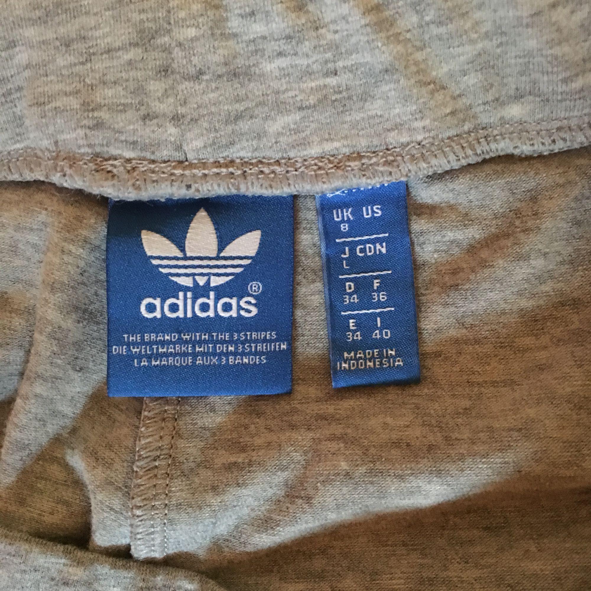 Adidas leggings storlek 34. Säljes pga att de är för stora på mig, 158 cm, 50 kg. Använda en gång . Jeans & Byxor.