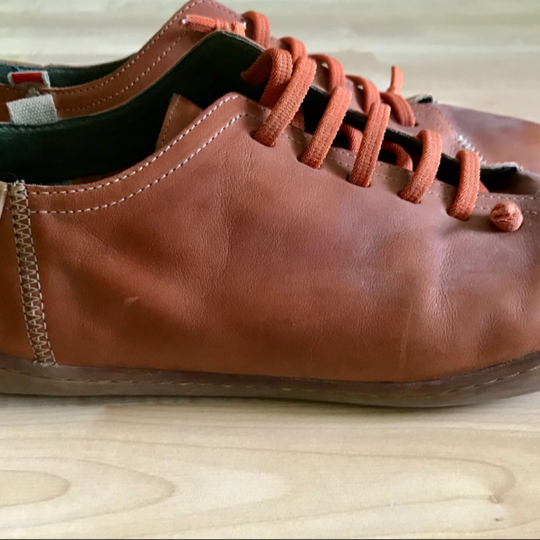Hej!  Säljer mina skor av exklusiva märket Camper, en smart-aning lekfull par som passar både till denim som chinos/byxor.  Väldigt fint skick! Nypris : 1499 KR. Skor.