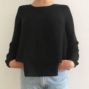 💕Söt blus från ZARA 💕 Knappt använd! Köparen står för frakt.