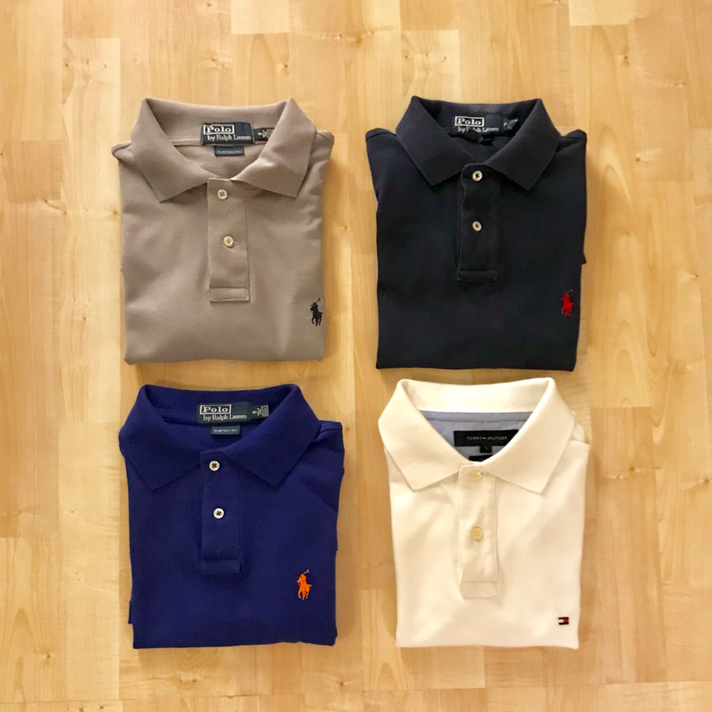 3 pieces of original, custom fit Ralph Lauren piké Blue, Heather Grey and Newport Navy colours.  All in close to brand new condition. Fits you who are between 170cm - 178cm and on the slim athletic side.  Original price : 899 kr at Nordiska Kompaniet Selling for : 250kr a piece   Tommy Hilfiger piké in off white, brand new.  Selling at 150kr. Skjortor.