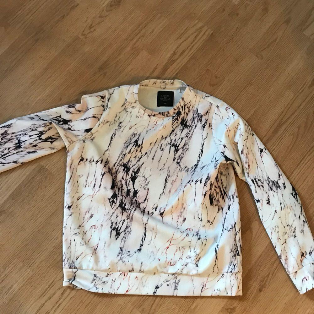 Marble tröja ifrån carlings. Säljes för att den aldrig blir använd.. Huvtröjor & Träningströjor.