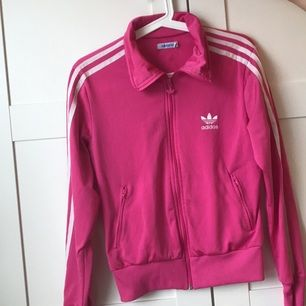 Adidas sweater nästan helt ny