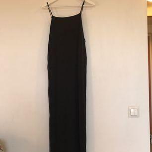 Så himla fin klänning i lent o mjukt material från Weekday. Köptes för 500:- och har bara lyckats använda den en gång:(