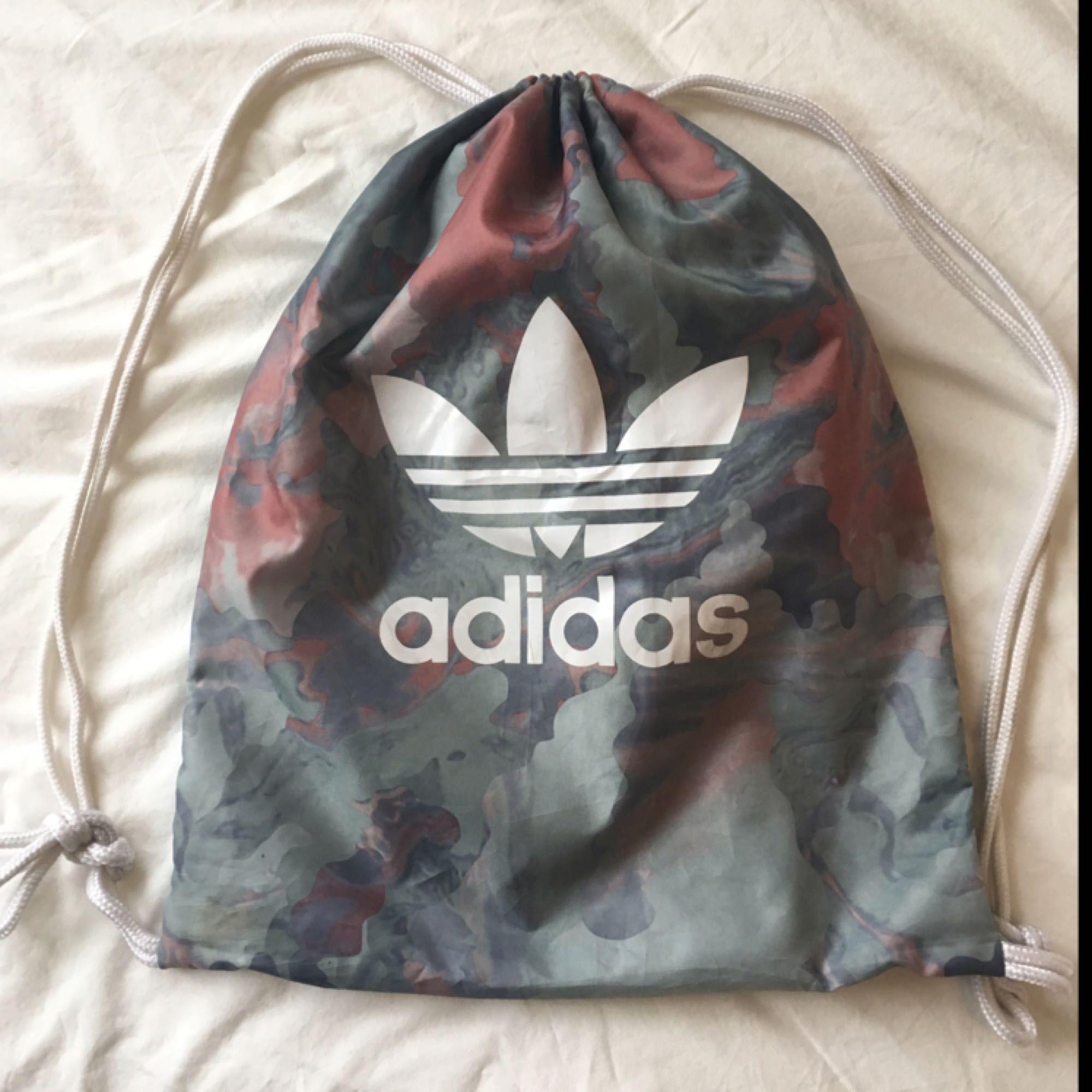 0416ba214e84 Adidas taske   rygsæk i god stand. Mød i Stockholm ellers 40 kr 🙂.