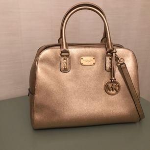 Michael kors handbag. Perfect condition. Lightly used.
