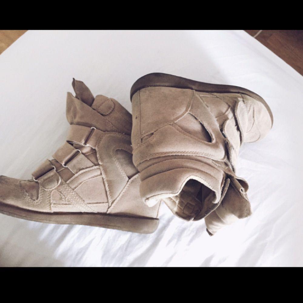 041f7340 ... Sælger mine isabel marant Etoile suede sko i beige farve superfina, der  er AAA kopier