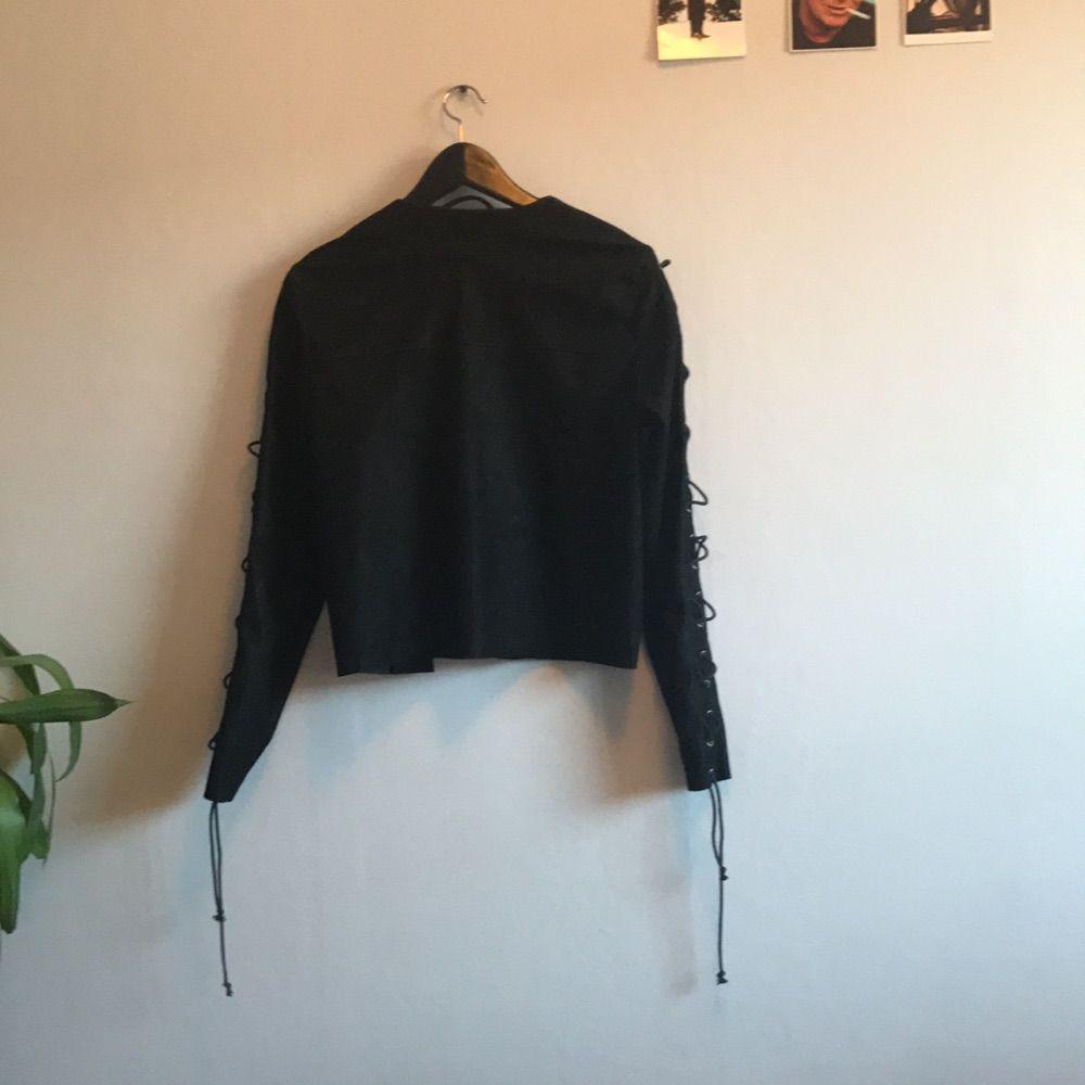Här har vi då coolaste jackan i mocka. SNÄLLA köp den så den kommer till användning någon gång. Jackor.