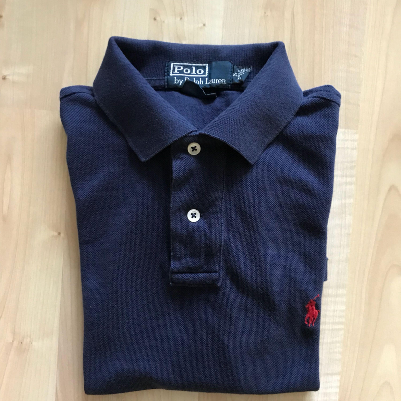 Navy blue Ralph Lauren piké in good condition. Bought at NK for 999 SEK.  . Toppar.