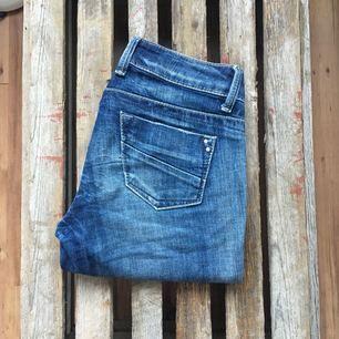 Fina jeansbyxor från benetton. Sparsamt använda.