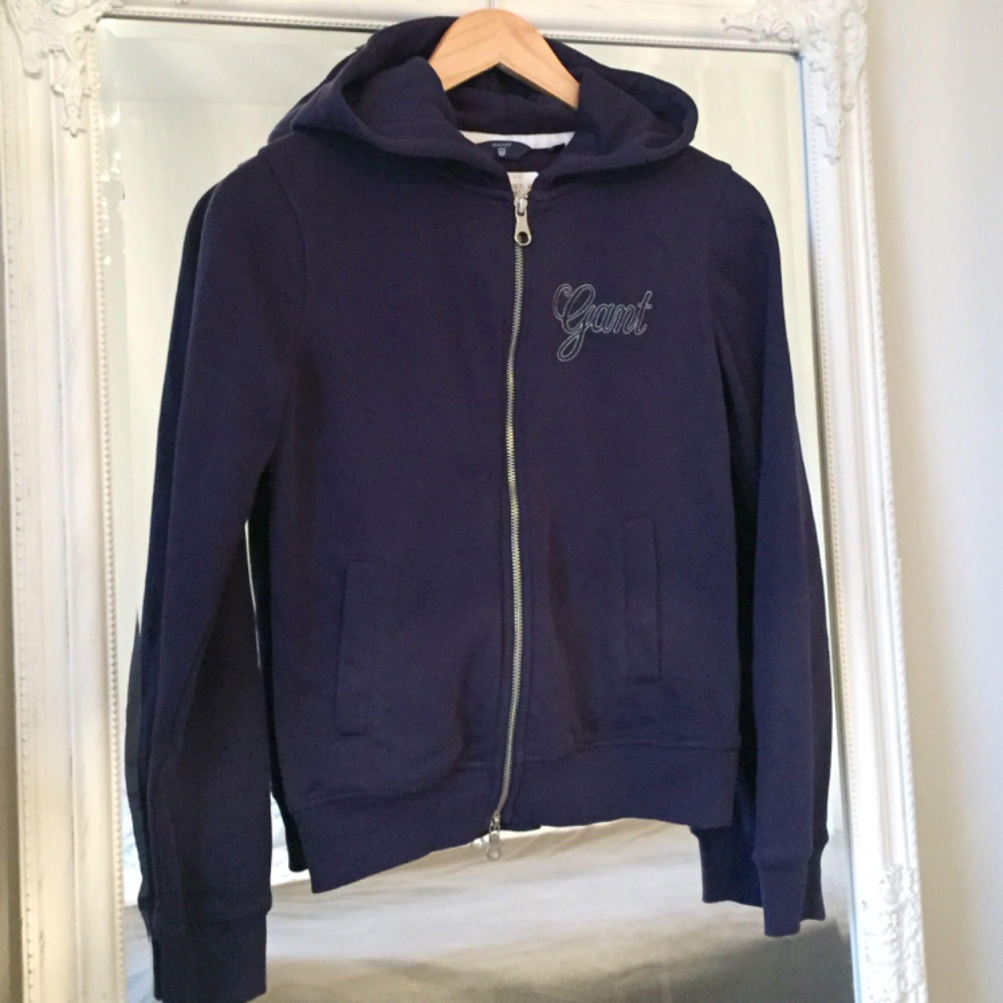 bli billig för hela familjen bästa leverantör Marinblå Gant hoodie fint skick - Gant Huvtröjor & Träningströjor ...