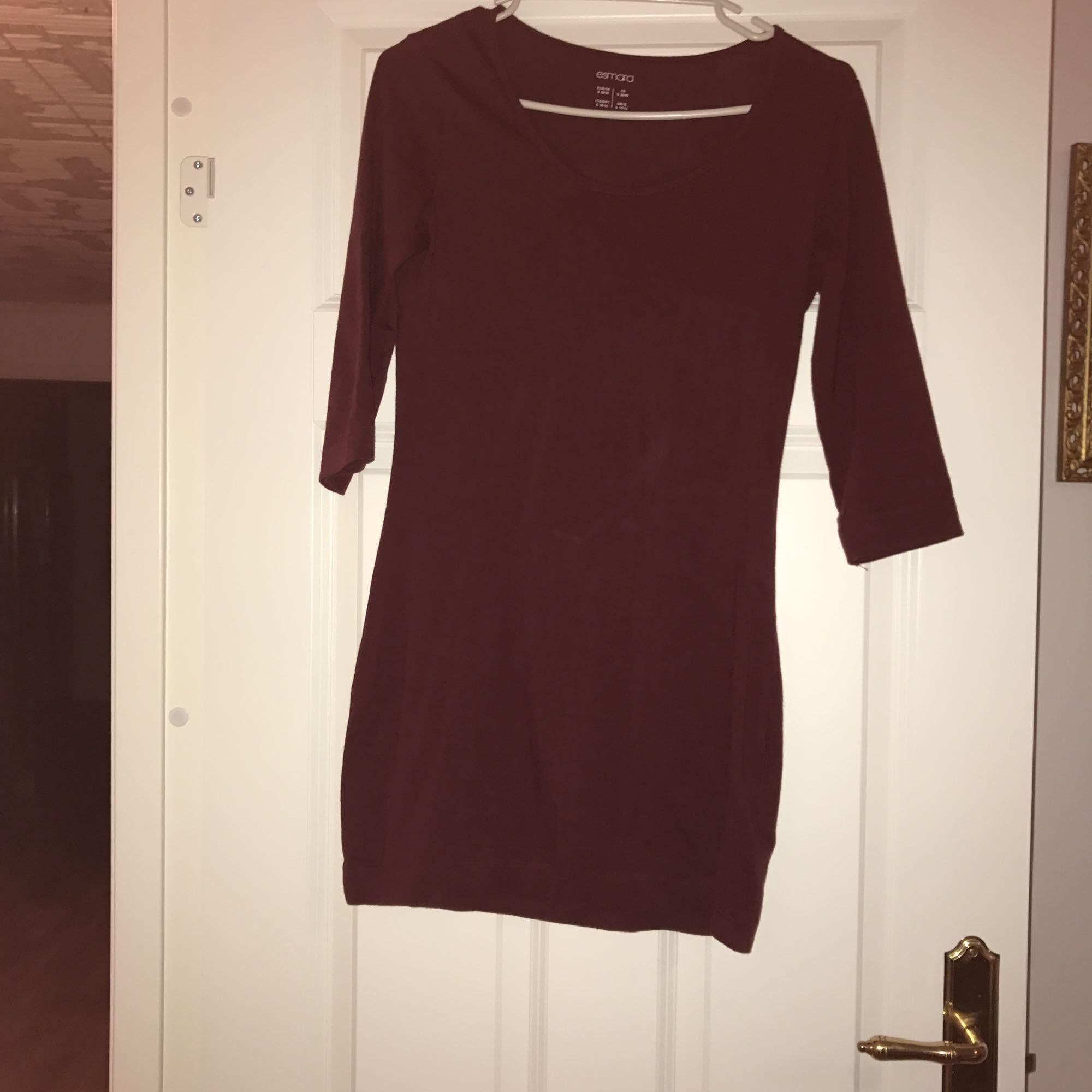 Körsbärs röd tunika i strl S.  Väldigt lite använt. Klänningar.