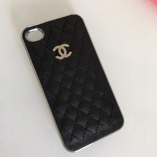Coco Chanel för iPhone 5 i bra skick. Oanvänt. Köparen står för frakten :)