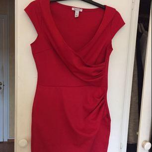 Jättefin klänning från Nelly, stl L men mer som en M kanske till o med S. Använd endast en gång.