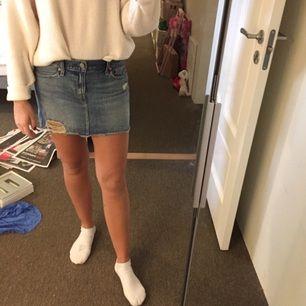 Säljer min Levis kjol som är knappt använd!  Skriv för fler bilder  Betalning: swich & frakt:50kr