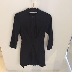 Säljer min fina höstklänning från & Other Stories. Som ny!!