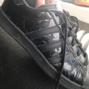 Snygga skor från adidas. Använda max 3ggr! I riktigt bra skick.