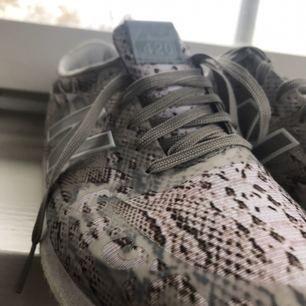 Snygga lätta skor från new balance. Köpta på NK och tyvärr nästan aldrig använda.