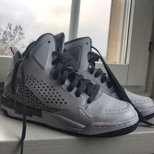 Snygga i princip aldrig använda Jordan's. I mycket bra skick!👟👟