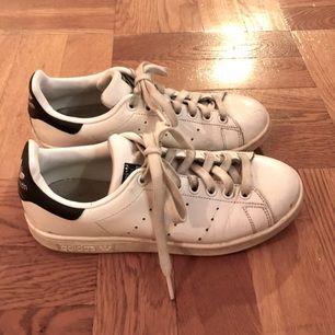 Adidas Stan Smith sneakers. Använda men ändå fräscha.