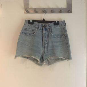 midjehöga shorts från BIKBOK! Gamla favoriter som har slitits ut på ett bra sätt! Dock har blivit för små för min del..