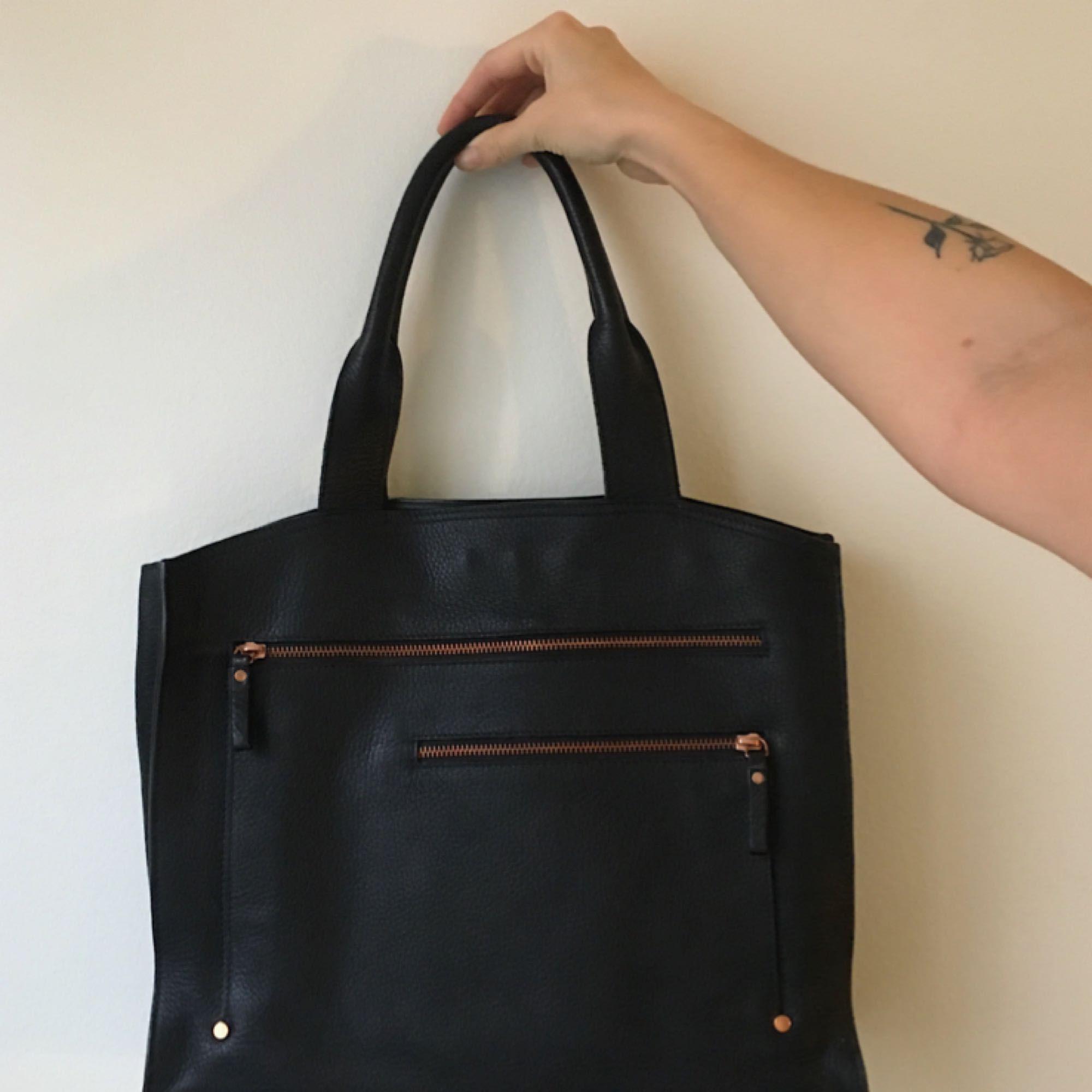 Finaste handväskan! Filippa k, läder, roséguld. Använd ett fåtal gånger, nyskick! 🔥. Väskor.