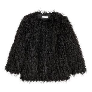 Säljer min nyinköpta fuskpäls-jacka eftersom att jag ångrar att jag köpte den. Jackan är använd ca 3 gånger och är i väldigt gott skick!