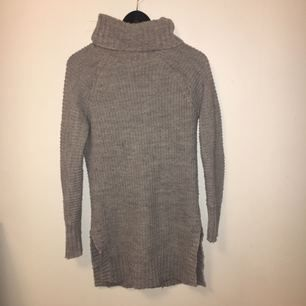 Stickad grå klänning/tröja/tunika från Gina tricot!