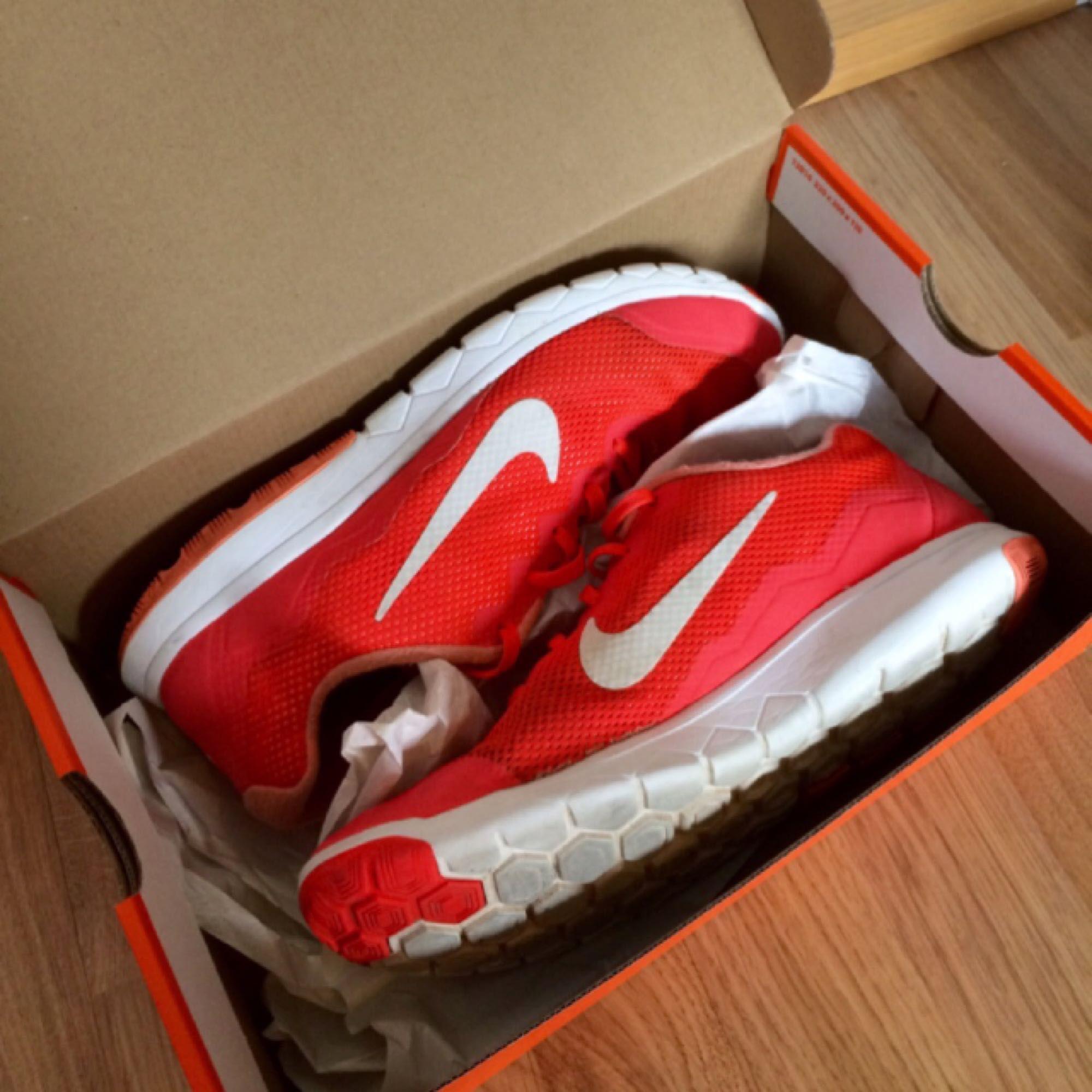 sale retailer 342ea 20cfd official photos 00ee4 4bacf Korallrosa Nike idrottsskor i bra skick. Aldrig  använda!