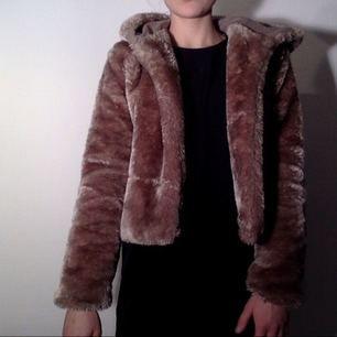 Säljer min absolut skönaste jacka från missguided, använd ca 10 gånger och storlek S.  Köparen betalar frakt.